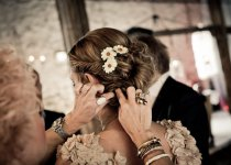 bride-fixing-girl-1327328